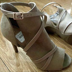 Christian Siriano tan open toe stiletto heels 71/2